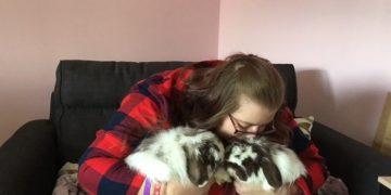 Sahiplendiği Tavşanlar Sayesinde Felçi Elleri İyileşen Kadının Sihirli Hikayesi